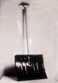 M. Duchamp In advance to broken arm, pala da neve, 35x132 cm, 1915